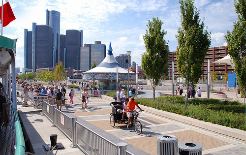 Take your Mom out for a fun outdoor activity this weekend around Detroit