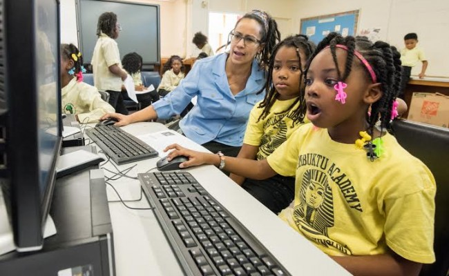 Businesses, neighborhood groups working together to bridge Detroit's Digital Divide