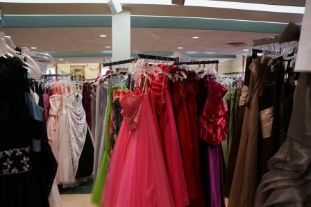 Comerica, Hope Closet team up to help girls in need find just the right prom dress