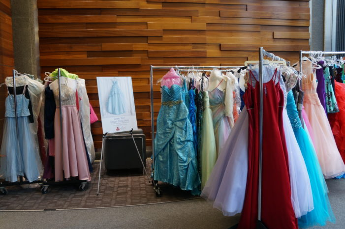 Comerica donates $5,000 to Hope Closet to help young women in need find a prom dress